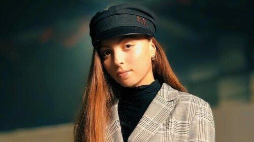 """""""Яблоко от яблони далеко не упало"""": 16-летняя Маша Полякова возмутила украинцев неприличным жестом"""