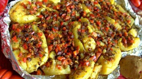 Картопля з овочами, запечена в духовці-апетитний і дуже оригінальний рецепт