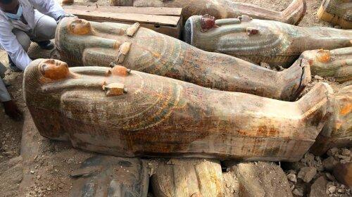 В Єгипті археологи розкрили схованку з 24 саркофагами