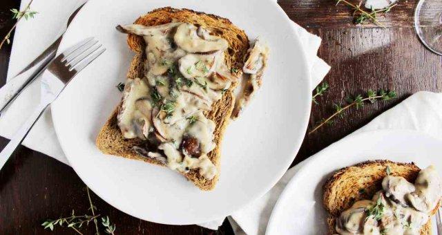 creamy-mushroom-toast-2