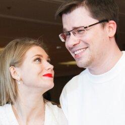 Харламов підігрів чутки про розлучення з Асмус: чинить з нею так само, як і з екс-дружиною