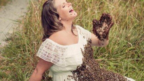 Она потеряла ребенка после «беременной» фотосессии с пчелами