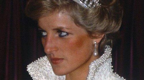 """На старій фотографії принцеси Діани знайшли страшний знак: """"Самотня і нещасна жінка"""" (ФОТО)"""