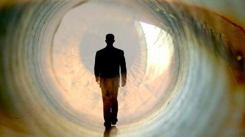 По ту сторону життя: учений розповів, що відбувається з душею після смерті людини