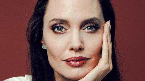 Как ухаживает за кожей Анджелина Джоли