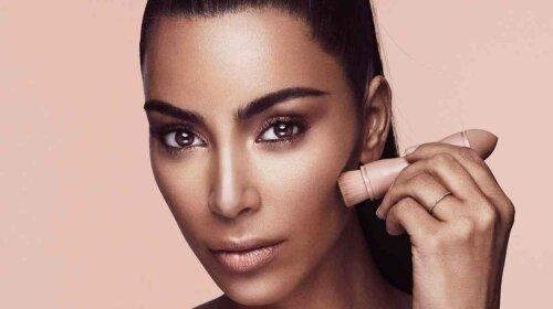 la-ig-wwd-kim-kardashian-makeup-line-20170619