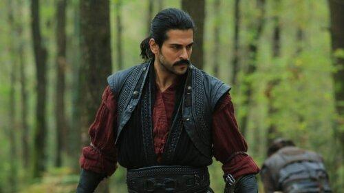 """Найкрасивіший турецький актор Бурак Озчівіт здивував мужнім виглядом: """"занадто напружене обличчя"""""""