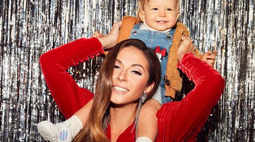 Ліза Галкіна обожнює такі наряди: Нюша відобразила дочку в монохромному вбранні з пишною спідницею
