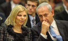 Жена премьер-министра Израиля бросила на землю предложенный каравай в украинском аэропорту