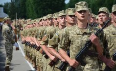 24-летний парень женился на бабушке, чтобы не идти в армию