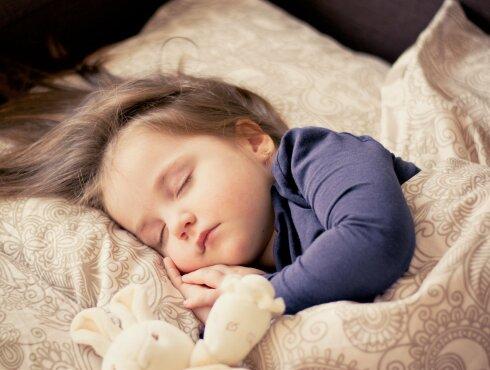 Ученые назвали самую опасную позу для сна