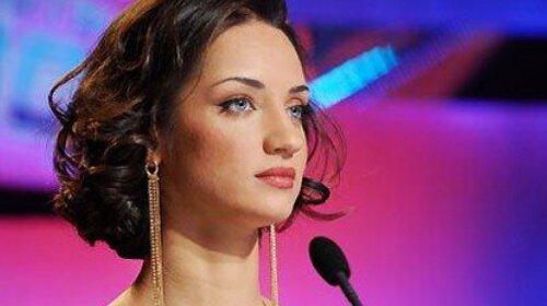 Татьяна Денисова из «Танцюють всі!» засветила декольте в миниатюрном топике