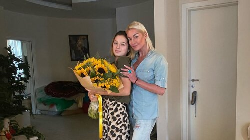 Сильно похудевшая Волочкова трогательно поздравила дочь  с днем рождения: в Сети всплыли архивные фото