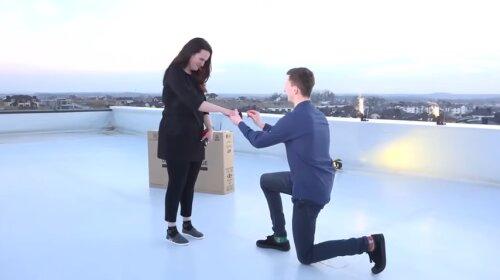 Журналист сделал предложение любимой в прямом эфире: трогательное видео