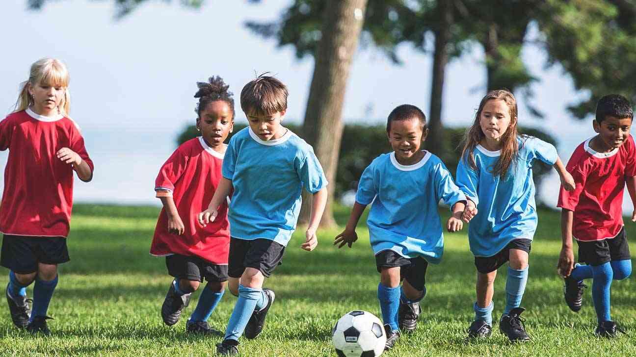 Картинка о футболе для детей, елочные открытки