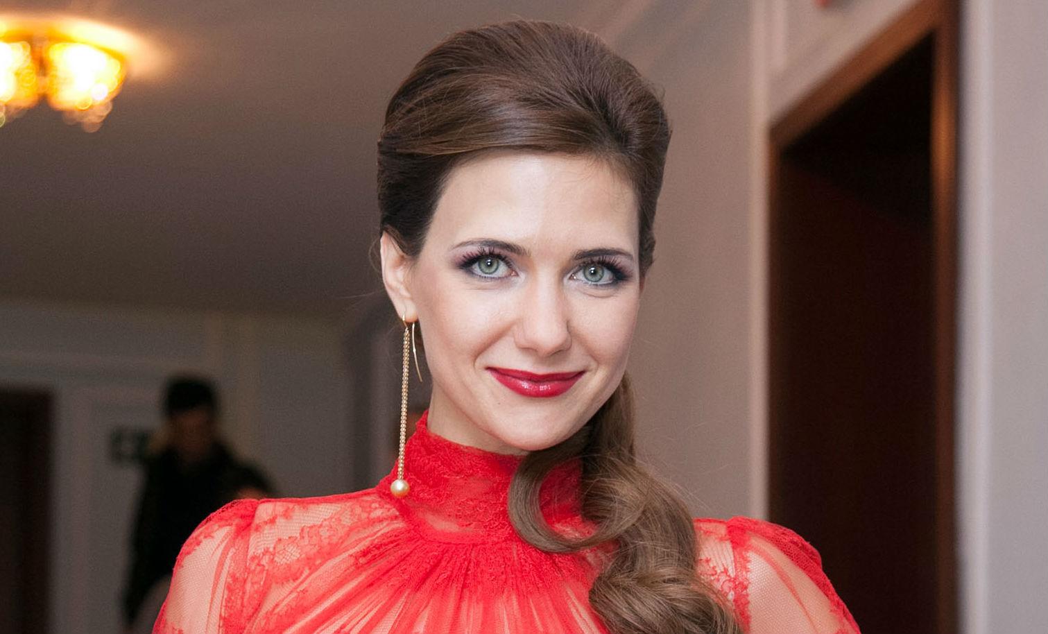Высокие русские актрисы, пышногрудую девушку поставили раком