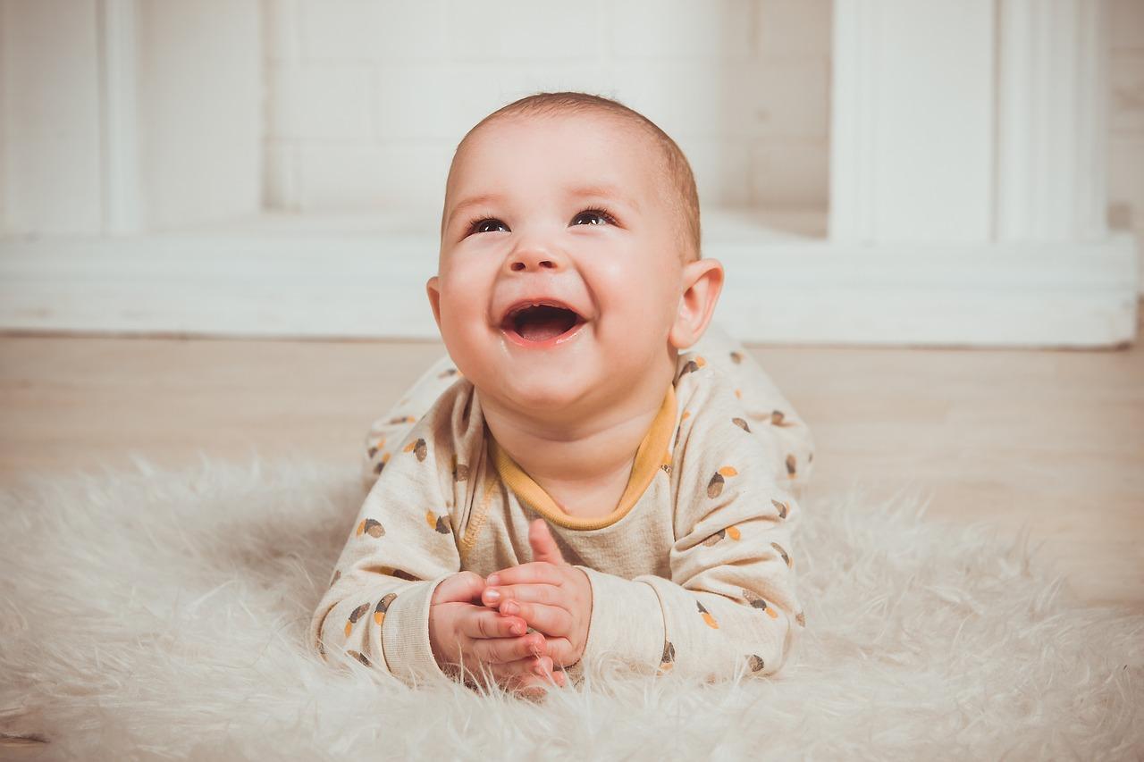 Ребенок смеется картинки с детьми