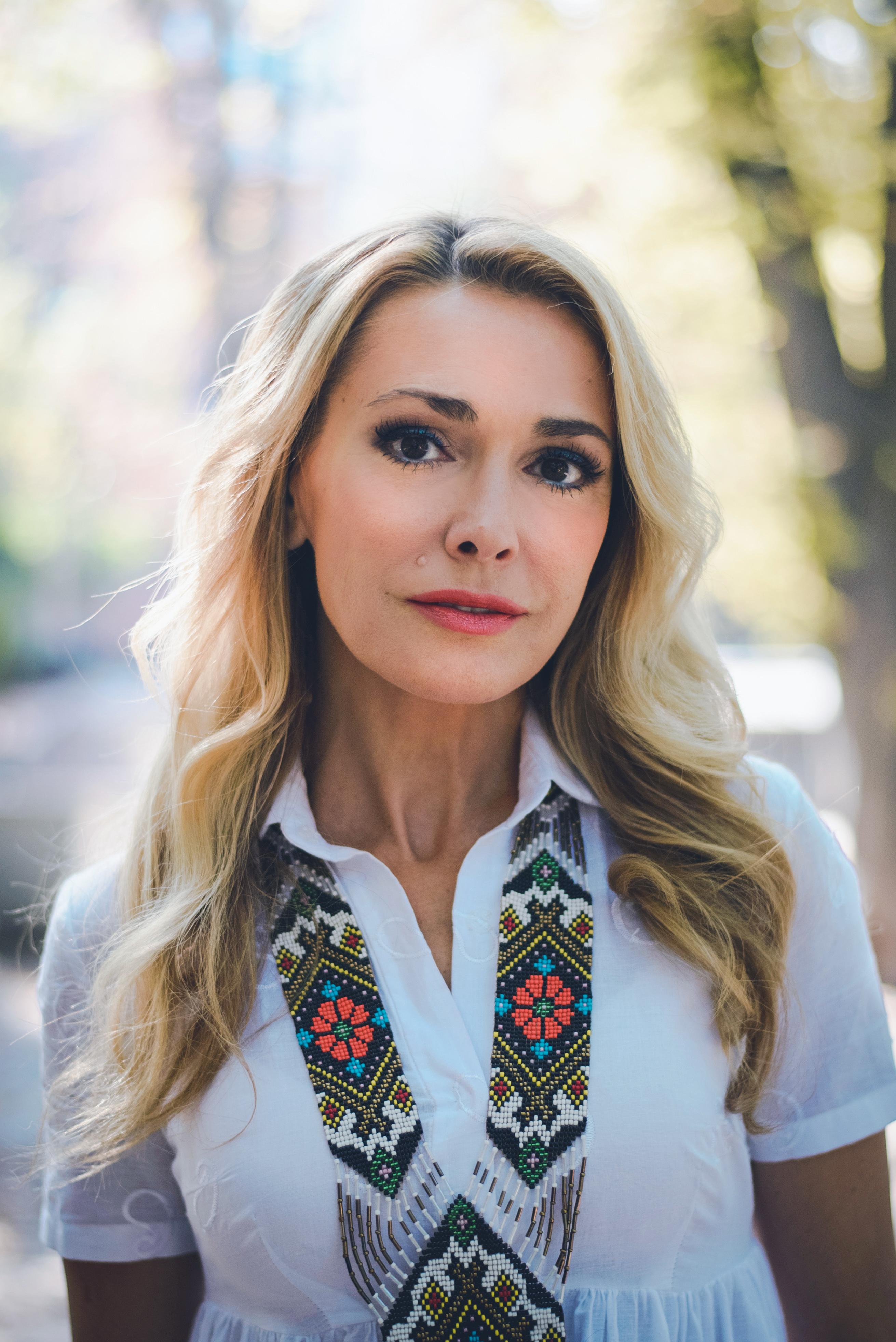 заглядывать игру актрисы украины фото имя расскажем покажем