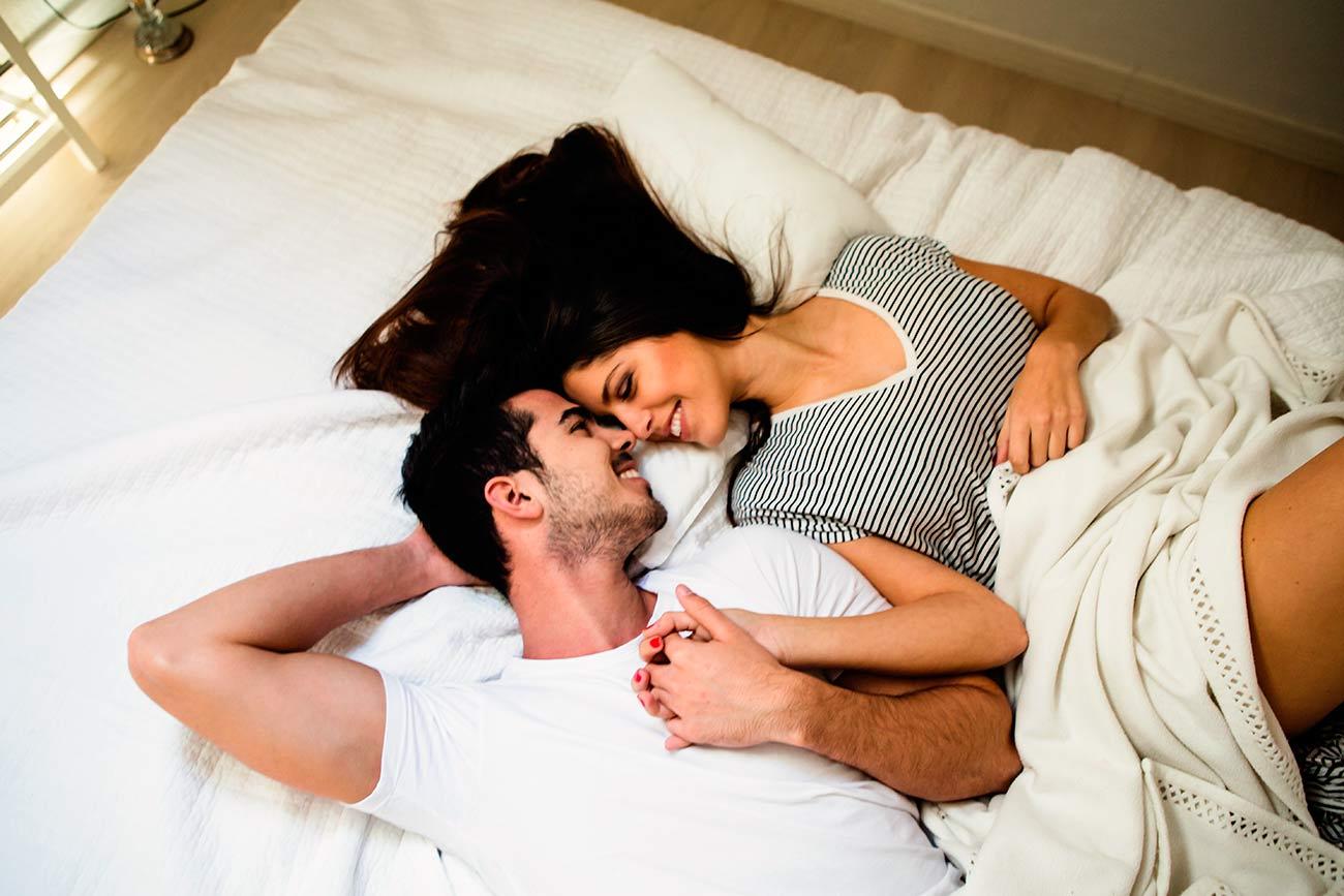 Профессиональные фото пар на кровати, фотографии секс с грудастой красоткой