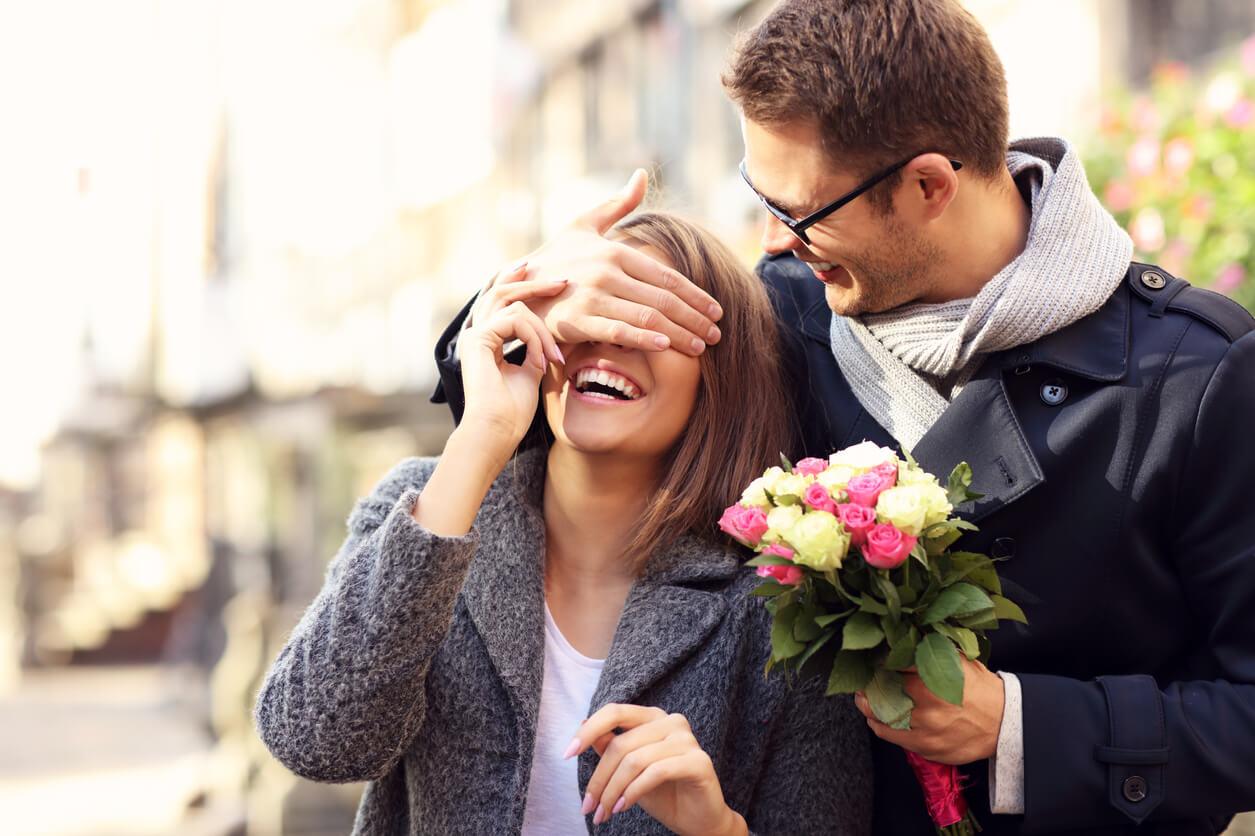 Цветов санкт-петербург, дарить цветы на первом свидании или нет