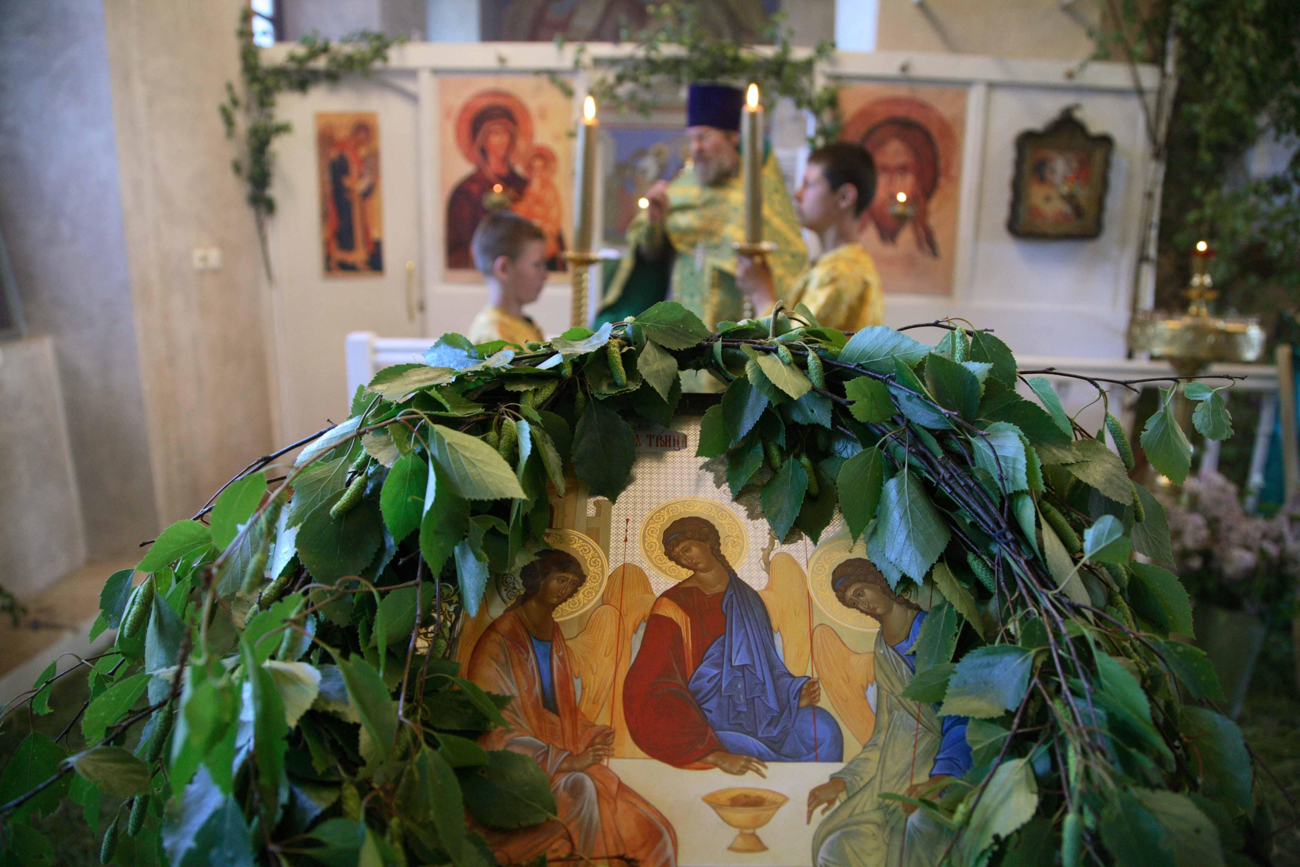 Новый год, троица картинки красивые с церковью