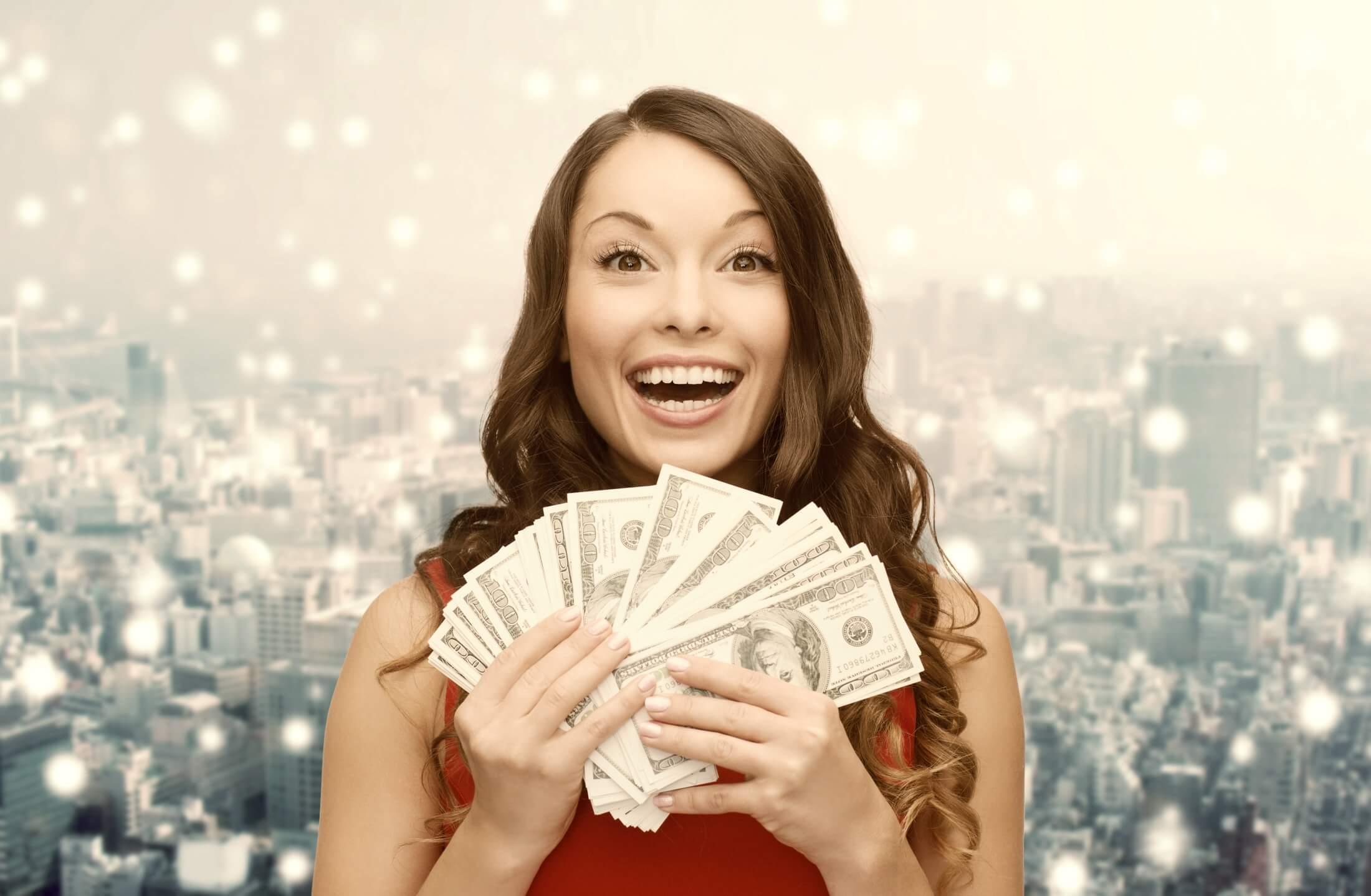 художественной фото людей с деньгами в руках запрос кавычки