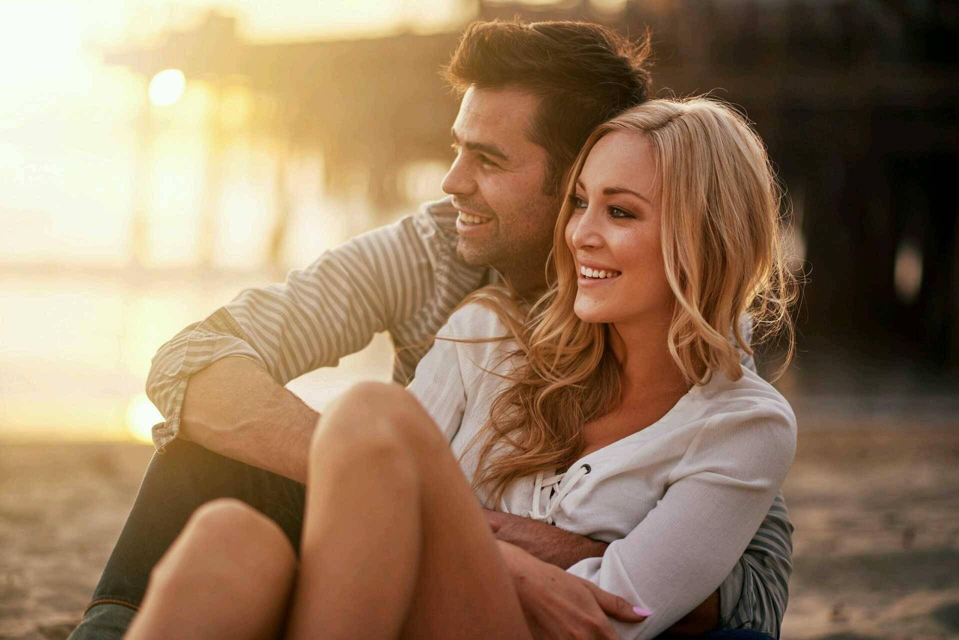 две молодых пары