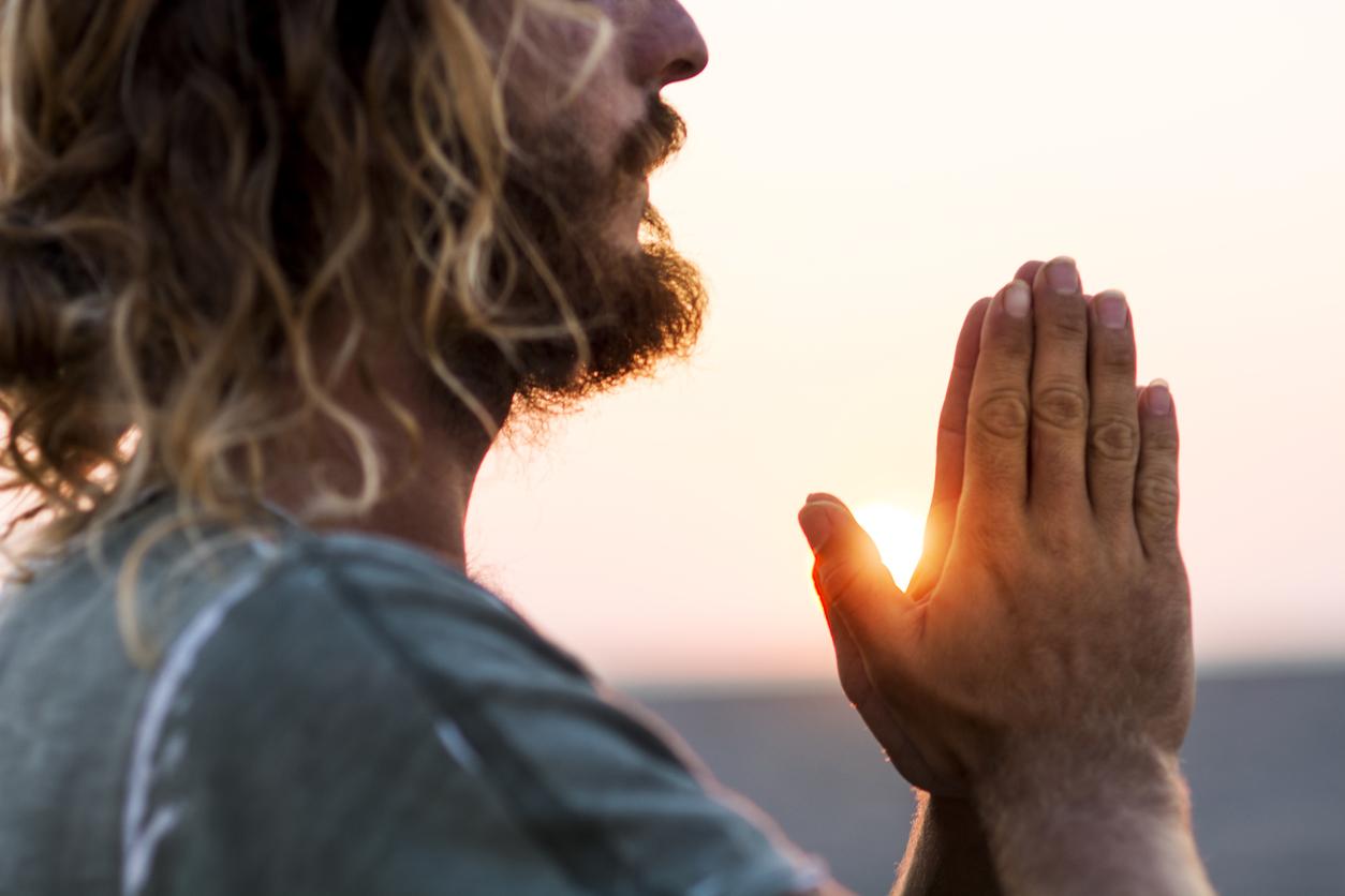 картинки как человек молиться пошел
